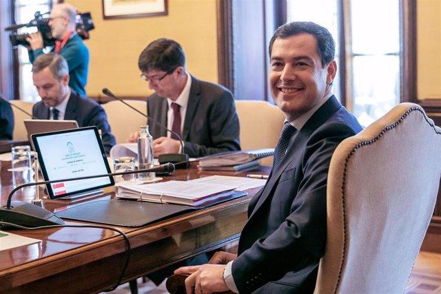 Reunión semanal del Consejo de Gobierno de la Junta de Andalucía. El presidente de la Junta de Andalucía, Juanma Moreno (d); el vicepresidente del Gobierno, Juan Marín y el  consejero de Hacienda, Industria y Energía, Juan Bravo Baena (i).