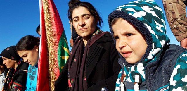 Mujeres y niños yazidíes vuelven a Irak tras cuatro años en manos de Estado Islámico