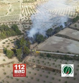 Imagen de las tareas de extinción del incendio forestal