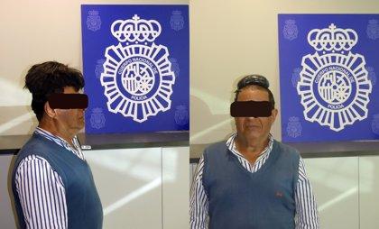 Interceptado en el Aeropuerto de Barcelona un hombre que ocultaba cocaína en su peluquín