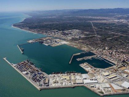 Hallan el cadáver de un hombre de 73 años flotando en el agua en el Puerto de Castelló