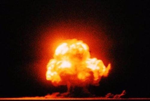 Una de las pocas fotografías en color de la explosión de Trinity.