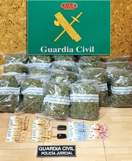 Marihuana intervenida en Adal Treto (Bárcena de Cicero)