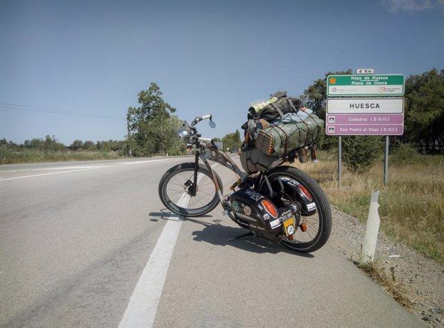 Bicicleta de Ignacio Luque, paciente con hidrosadenitis supurativa, que ha recorrido 5.000 km en bicicleta para concienciar sobre la enfermedad