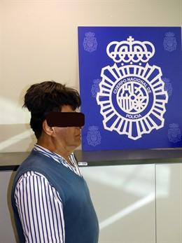 Interceptado en el Aeropuerto de Barcelona un hombre que ocultaba cocaína en su peluquín.