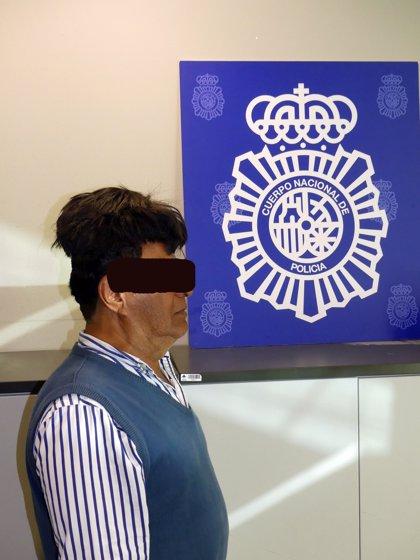 Interceptan en el Aeropuerto de Barcelona a un colombiano que ocultaba cocaína en su peluquín