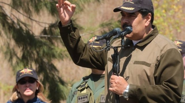 Maduro hablando a militares venezolanos