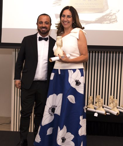 El estilista de las celebridades Ángel Ostáriz, recibe el 'Premio Nacional a la Excelencia Profesional'