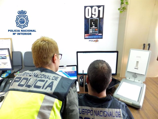 La Policía Nacional detiene a tres personas que realizaron estafas telefónicas a cinco carnicerías y pescaderías de Toledo.