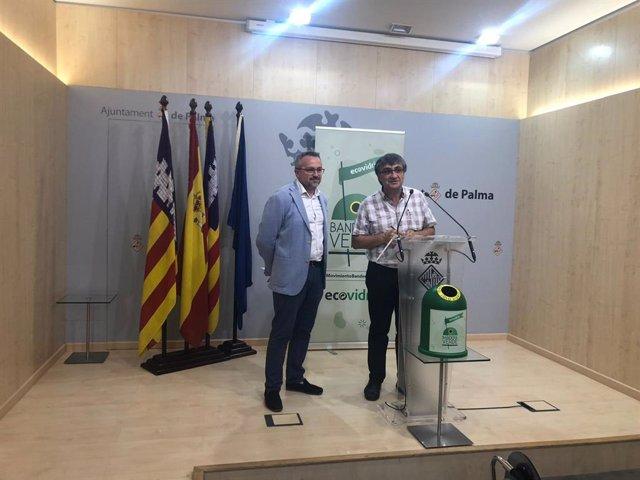 El presidente de Emaya, Ramón Perpinyà, y el Gerente de Ecovidrio en Baleares, Roberto Fuentes, presentan la campaña 'Banderas Verdes' sobre reciclaje de vidrio.