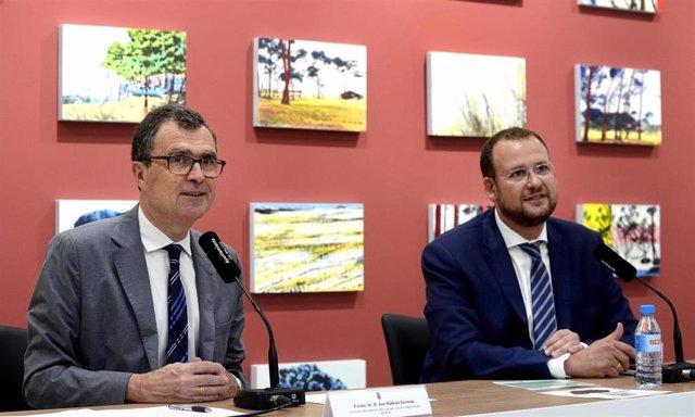 El alcalde de Murcia, José Ballesta, junto al concejal de Desarrollo Urbano y Modernización José Guillén, inauguran la I Jornada del Árbol de Murcia