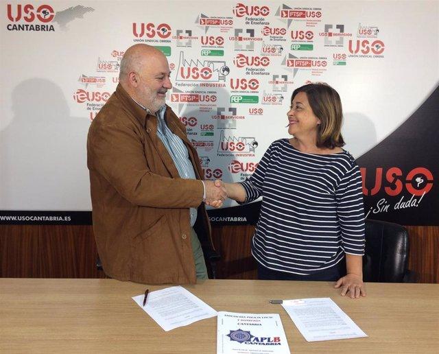La secretaria general de USO Cantabria, Mercedes Martínez y el secretario general de  APLB Cantabria, Fernando Dou,  firman el acuerdo de afiliación
