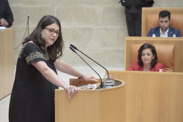 La diputada de Podemos en La Rioja, Raquel Romero, interviene en la segunda sesión del pleno de investidura para la elección de la Presidencia del Gobierno regional.