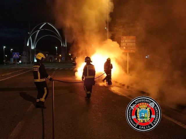Extinción incendio vehículo en Astillero