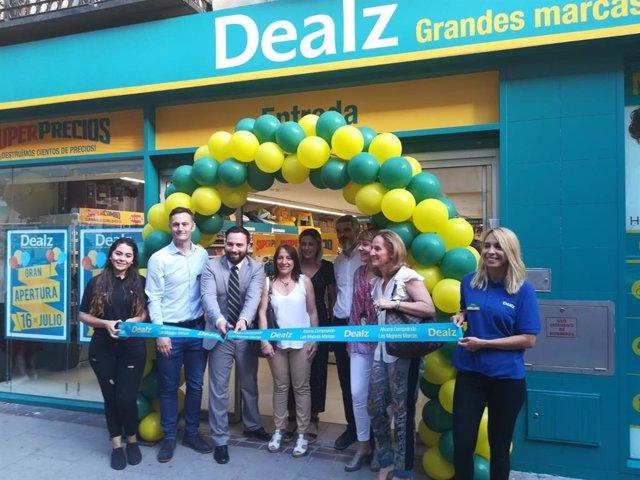 Apertura del nuevo centro de Dealz en la madrileña calle de López de Hoyos.