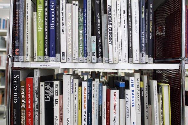 Biblioteca, libros, libro, lectura, estantería