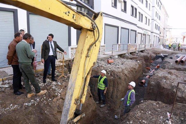 La Diputación de Almería ha destinado una cuantía de 600.000 euros para la mejora de distintas infraestructuras básicas en Vélez-Rubio, con cargo a los Planes Provinciales y al Plan de Fomento del Empleo Agrario (PFEA). Estos proyectos están permitiendo l