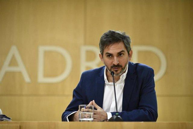 El delegado de Familias, Igualdad y Bienestar social, José Aniorte, durante una reunión de la Junta de Gobierno de la ciudad de Madrid en el Ayuntamiento de la capital.