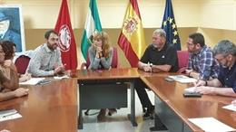 El coordinador de IU en Andalucía, Toni Valero, y la secretaria de UGT-Andalucía, Carmen Castilla, en la reunión celebrada este martes en la sede del sindicato.