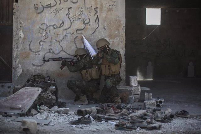 Combatientes de Jaysh al Izza, grupo armado de la oposición siria, en Idlib