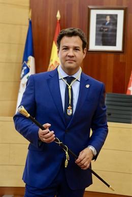 El alcalde de Las Rozas, José de la Uz, tras ser reelegido para el cargo en el Pleno de investidura.