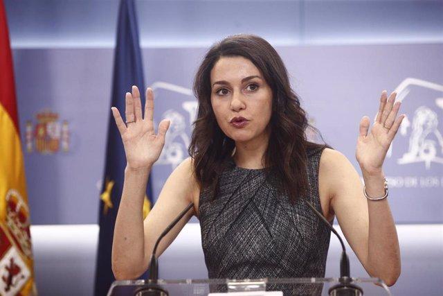 La portavoz de Ciudadanos en el Congreso de los Diputados, Inés Arrimadas, ofrece declaraciones a los medios de comunicación.