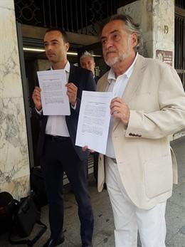 El portavoz del PSOE en el Ayuntamiento de Madrid, Pepu Hernández, y el concejal socialista Alfredo González, en los juzgados tras recurrir la moratoria de Madrid Central.