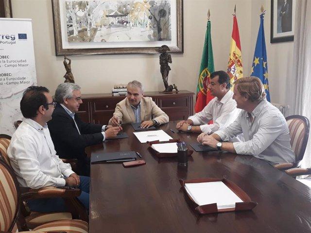 El alcalde de Badajoz, Francisco Javier Fragoso, se reúne con responsables de la Eurociudad