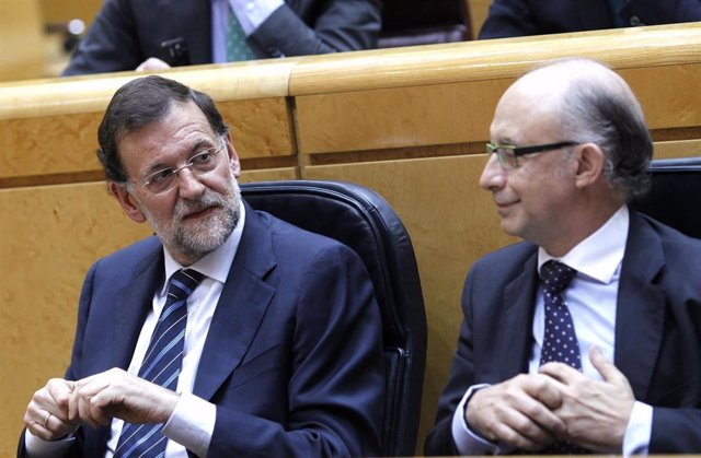 Rajoy y Montoro juntos en el Pleno del Senado