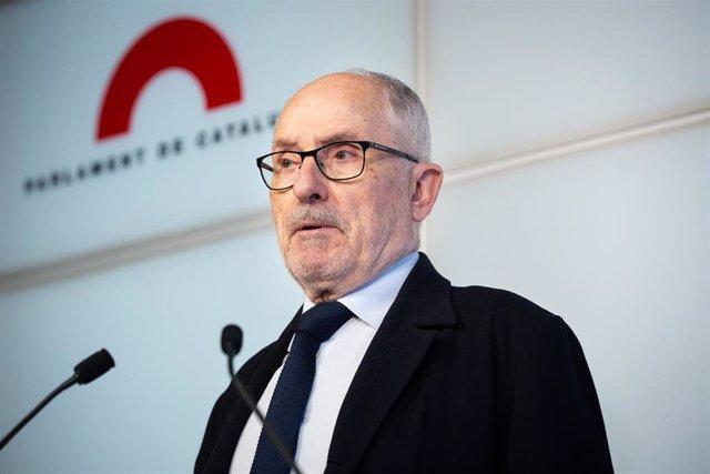 El síndic de Greuges de Cataluña, Rafael Ribó, durante la presentación del informe 'La calidad del aire en Cataluña: déficits y recomendaciones' en Barcelona.