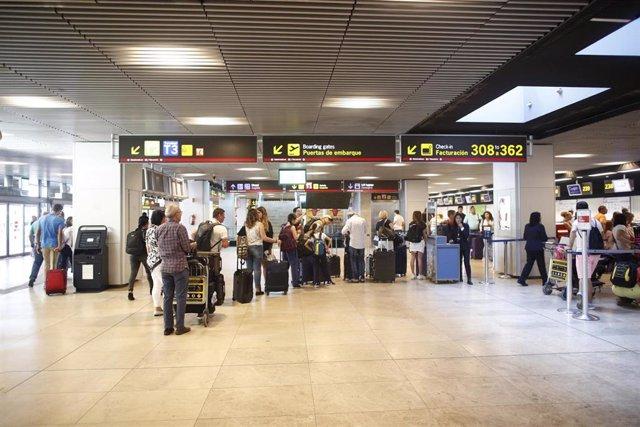 Colas de facturación en el Aeropuerto Adolfo Suárez Madrid-Barajas.