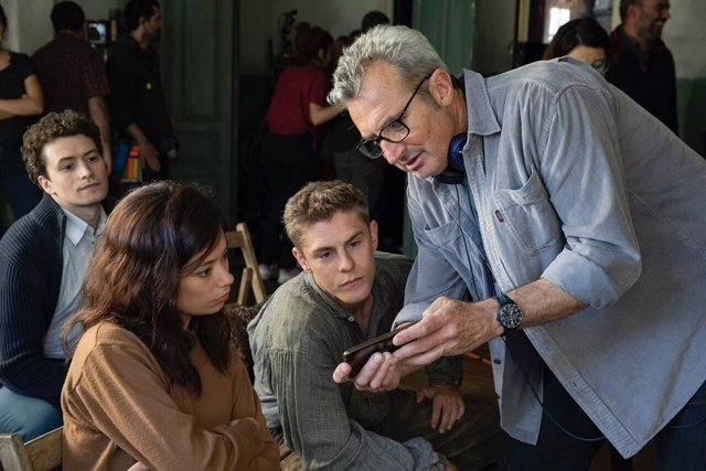 Mariano Barroso, Anna Castillo y Patrick Criado en el rodaje de la serie 'La línea invisible'