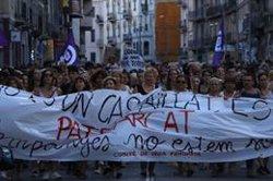 Més de 5.000 persones marxen a Manresa en suport a la víctima de la violació en grup al barri de les Escodines (ACN)