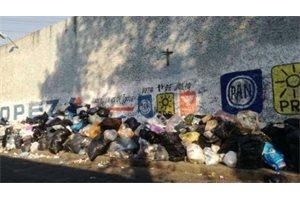 La basura inunda el Valle de Chalco, en México, tras tres semanas sin recogerse