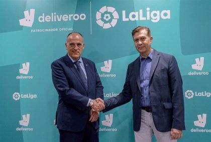 """LaLiga se une a 'Deliveroo' para convertir en """"todavía mejor"""" la experiencia de ver el fútbol en casa"""