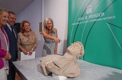 """El Museo Arqueológico de Sevilla custodiará y restaurará el busto romano """"único y excepcional"""" recuperado en Écija"""