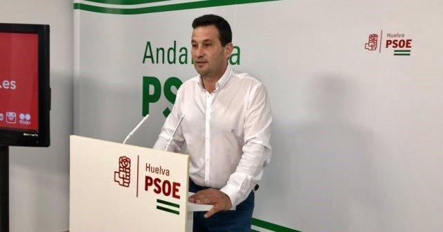 El secretario de Política Municipal del PSOE de Huelva, Ezequiel Ruiz, en rueda de prensa