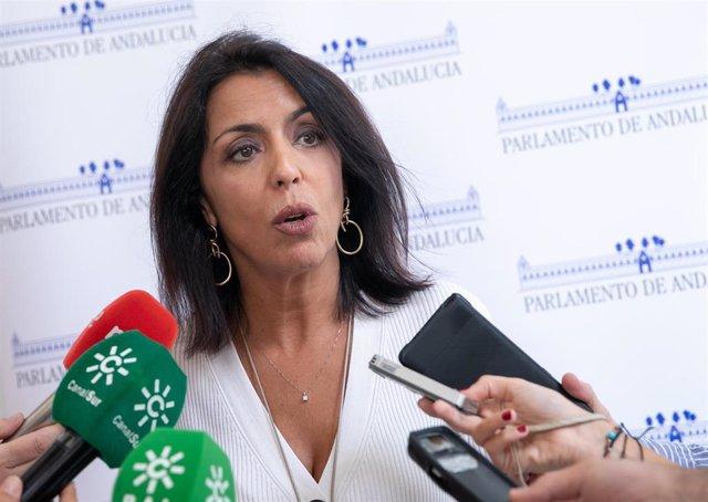 La presidenta del Parlamento andaluz, Marta Bosquet, informa a los medios sobre la resolución que ha elevado para garantizar la paridad en los nombramientos