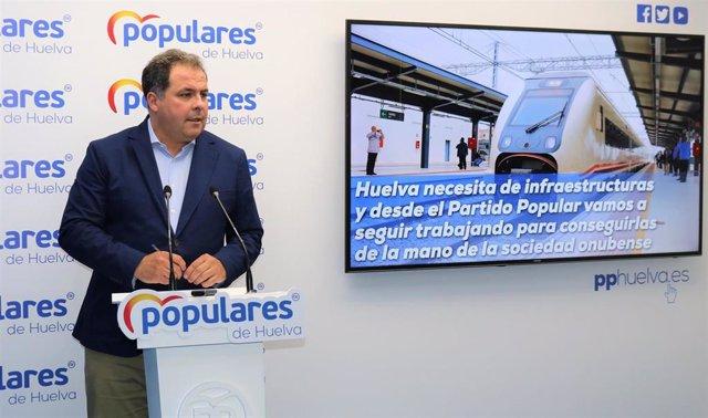 El portavoz de la Dirección Provincial del PP de Huelva, Juan Carlos Duarte, en rueda de prensa