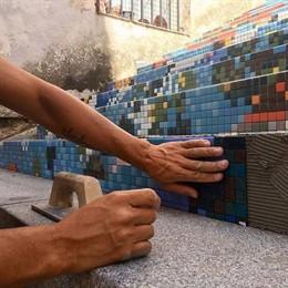 Creación del mosaico en la escalera de la calle San Antón enmarcado en 'Desvelarte'