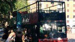 Bou (PP) demana a Colau que condemni un atac amb pintura de dos encaputxats a un Bus Turístic (BATZAC-JOVENTUTS LLIBERTÀRIES)