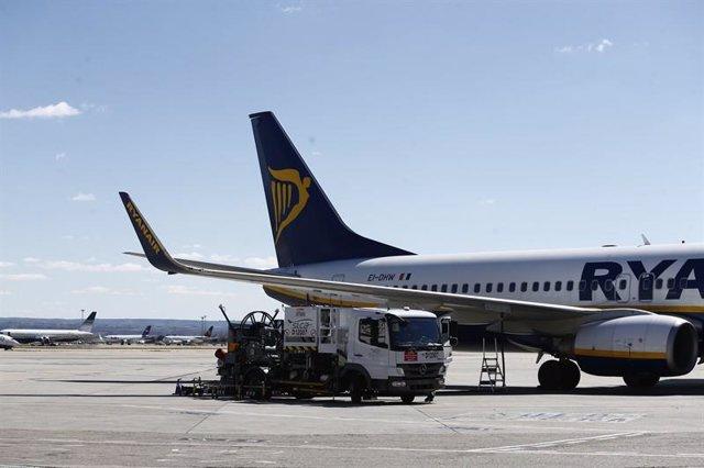 Imagen de un avión en el Aeropuerto de Adolfo Suárez-Madrid Barajas