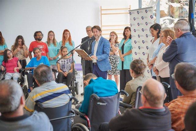 El presidente del Cabildo de Tenerife, Carlos Alonso, interviene en la inauguración de las nuevas instalaciones del Centro de Atención a personas con daño cerebral