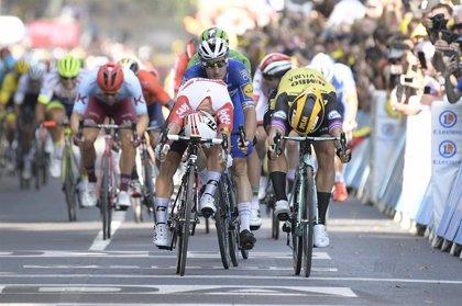 Ewan gana por un milímetro a Groenewegen en el sprint de Toulouse