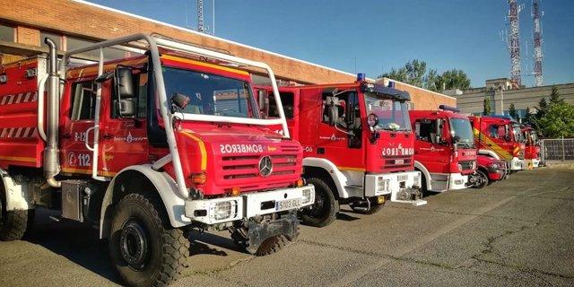 Camiones de Bomberos del Ayuntamiento de Logroño aparcados en el Parque Municipal