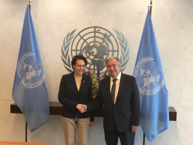 La ministra de Trabajo, Migraciones y Seguridad Social, Magdalena Valerio, en un encuentro con el secretario general de Naciones Unidas, Antonio Guterres.