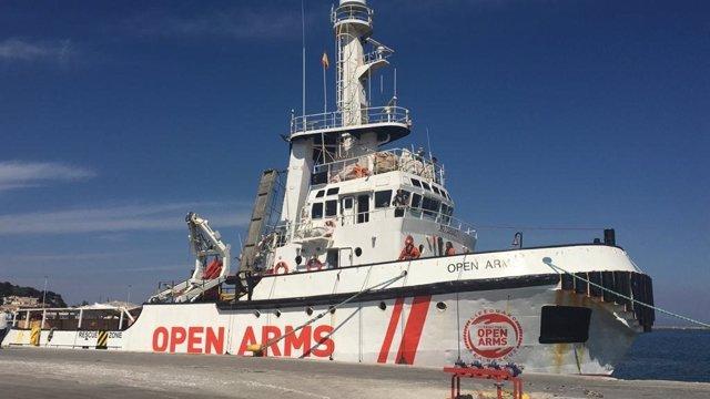 Open Arms amarra al port de Mitilini (Lesbos)