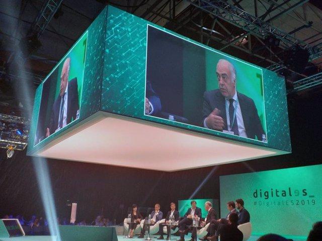 El director general de la Fundación Ibercaja participa en una mesa redonda del congreso Digitales Summit.