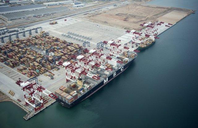 Terminal Best De Tercat En El Puerto De Barcelona