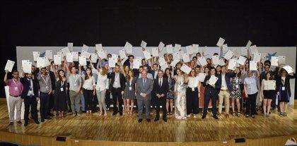 La Caixa entrega becas de doctorado a 77 investigadores